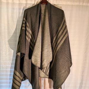 BB Dakota Grey Poncho
